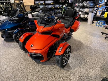F3 LIMITED 2021 COULEUR ROUGE MAGMA ET CHROME